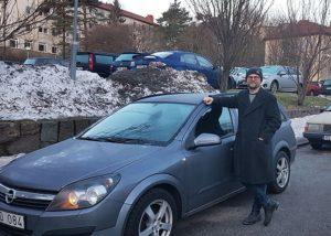 Jonas Backman delar sin bil via en bildelningstjänst